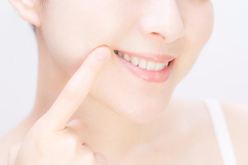特殊な薬剤を浸透させて歯を白くする方法です
