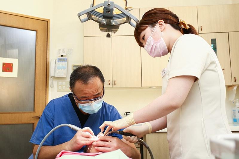 精密な治療を行うために、優秀な歯科技工士と連携